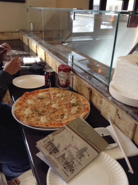 - بيتزا رولاندوز Ronaldo's Pizzeria,