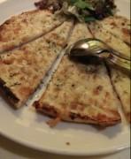 بيتزا بالخبز اللبناني