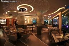 المطعم من الداخل (1)