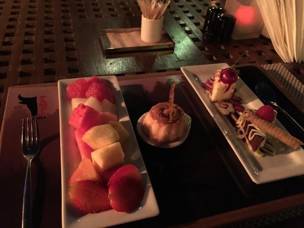 حلويات وفواكهة طازجة - بامبا جريل فندق نارسيس,