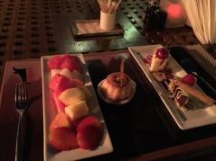 حلويات وفواكهة طازجة