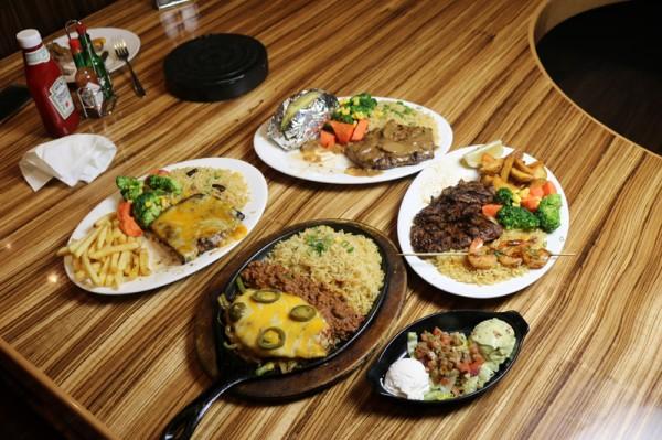 عشاء رائع كان في مطعم باك يارد - باك يارد جريل Backyard Grill,