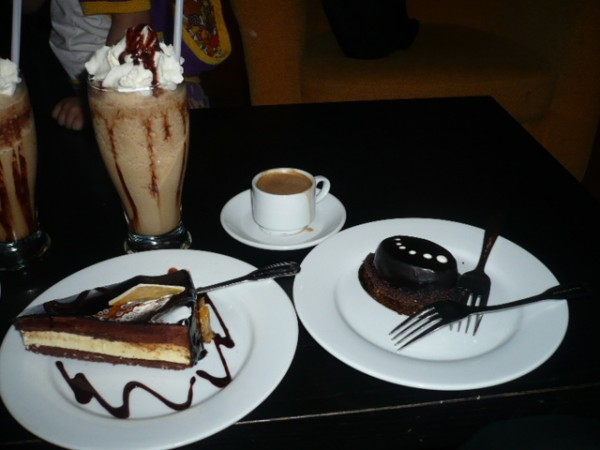 قهوة & حلى - حلويات سعد الدين Saadeddin Sweets,