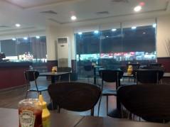 الطاولات والجلسة الداخلية