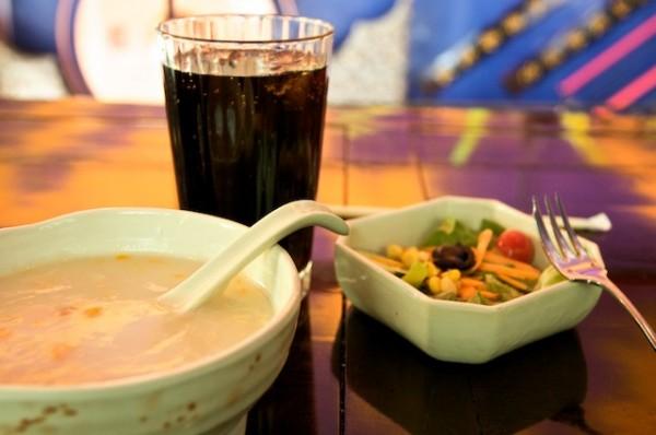 شوربة اليوم و سلطة خضراء - شانغهاي كافيه Shanghai Cafe,