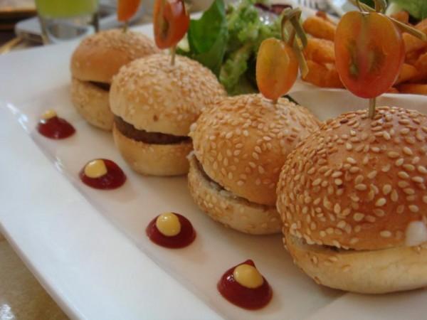 Mini Burger - ليلو كافيه   Cafe LiLu,