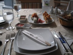 الطاولة وطبق سوشي فاتح للشهية