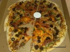 بالله عليكم هذي بيتزا تتاكل ؟