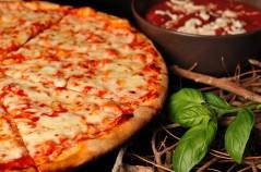 بيتزا المارغريتا على الحطب