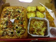بيتزا+لزانيا+ودج+خبز بالثوم