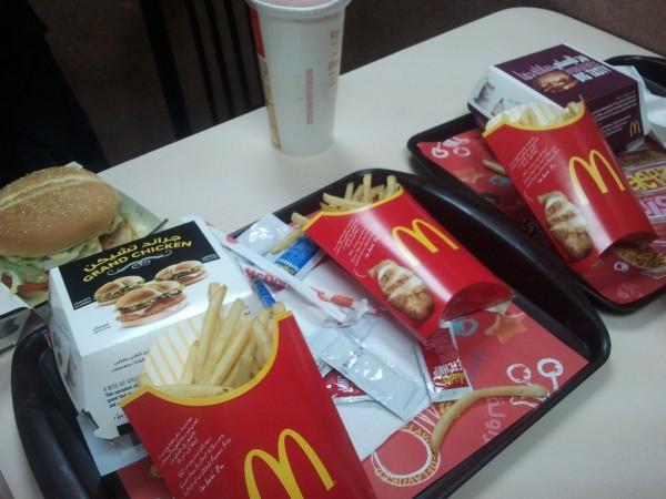 في مطعم ماكدونالدز تبوك - ماكدونالدز McDonald's,