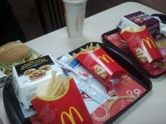 في مطعم ماكدونالدز تبوك