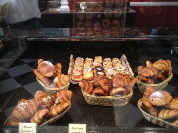- برالين Praline Patisserie & Cafe,
