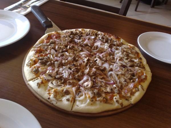 بيتزا لحم ومشروم وبصل - zpizza,