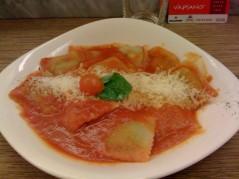 رافيولي بصلصة الطماطم