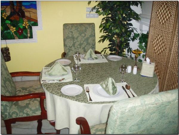داخل المطعم - افوكادو Avocado,