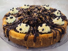 Snickers Caramel Cheesecake