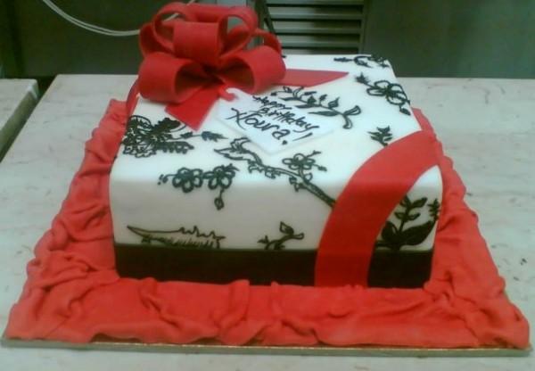 كيكة هدية - حلويات ومطعم الكعكة الذهبية,