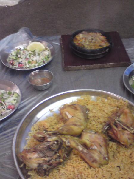 دجاج مقلي مع فحسه لحم ودجاج - اللواء الأخضر,