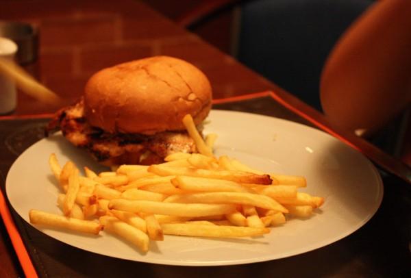 وجبة اطفال - برجر دجاج مشوي - بلس هاوس Bliss house,