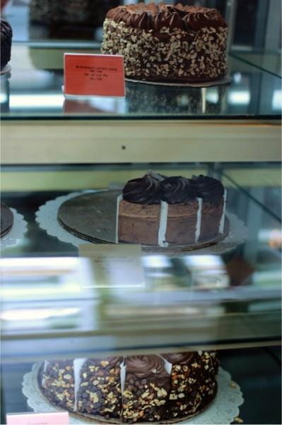 - تشيزكيك فاكتوري The Cheesecake Factory,
