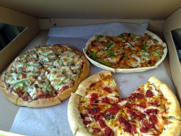 عرض الثلاث بيتزات - بيتزا إن Pizza Inn,