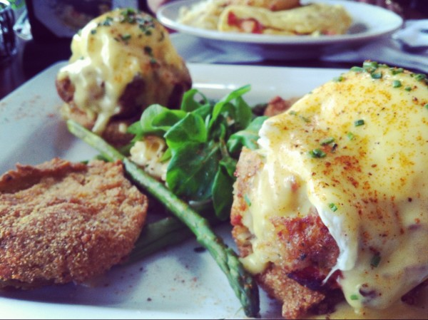 بيض بينديكت - Miss Shirley's Café,