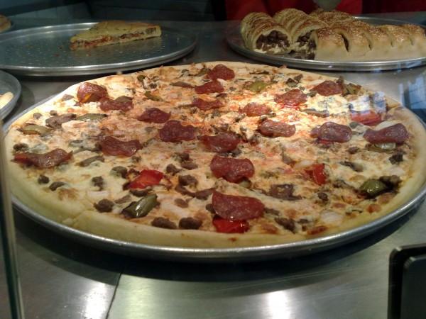 بيتزا بانواع لحم مختلفة - سبارو Sbarro,